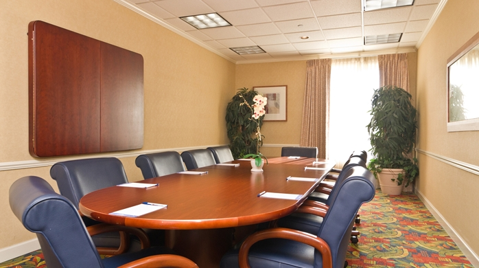 GI_boardroom01_14_698x390_FitToBoxSmallDimension_Center